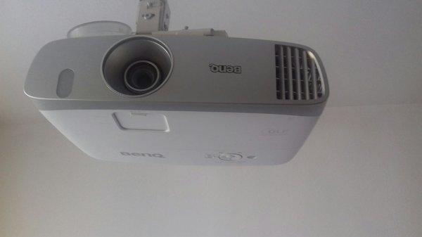 Sprzedam projektor BenQ W1110