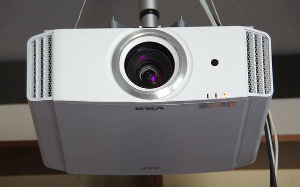 Sprzedam projektor JVC DLA-X30WE stan bdb