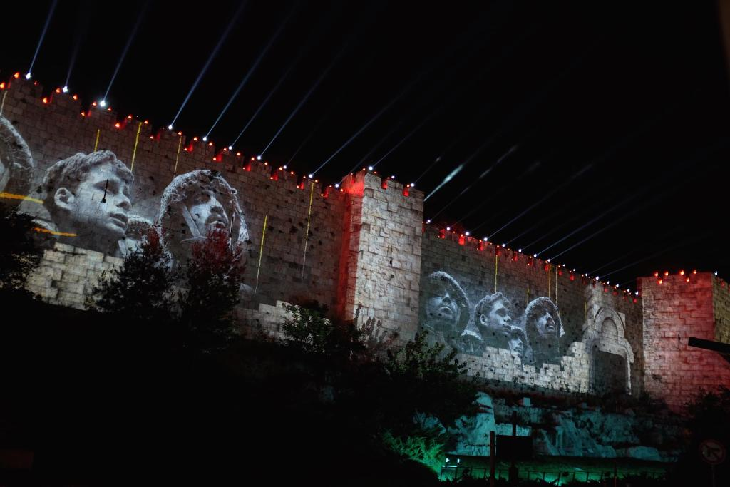 Projektory Epson oświetliły mury starego miasta w Jerozolimie