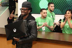 Sprzedaż Xbox One X w UK dwa razy lepsza od PS4 Pro