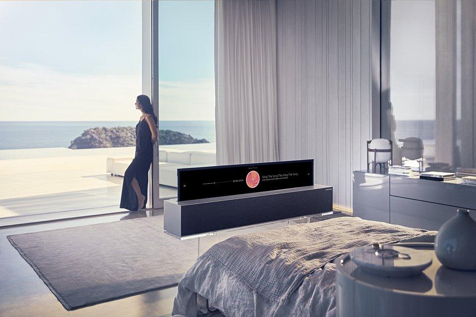 Pierwszy zwijany rolowany telewizor LG OLED