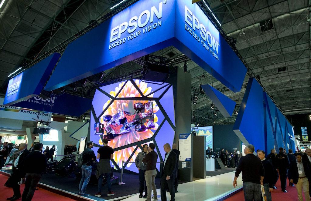 ISE 2019: Epson przedstawia nowy projektor do Digital Signage z funkcją oświetlenia punktowego
