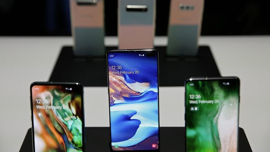 Samsung: smartfon OLED z kamerą pod ekranem za min. 3 lata