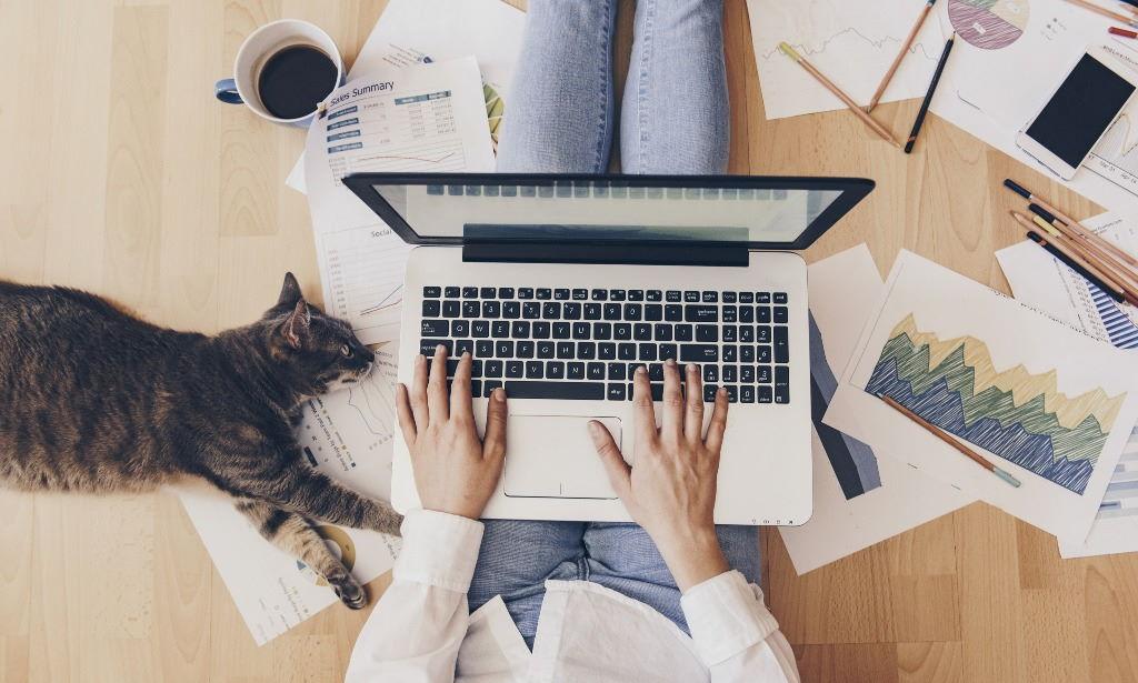 Praca zdalna w domu w totalnej ciszy? Testujemy słuchawki ANC z redukcją hałasu