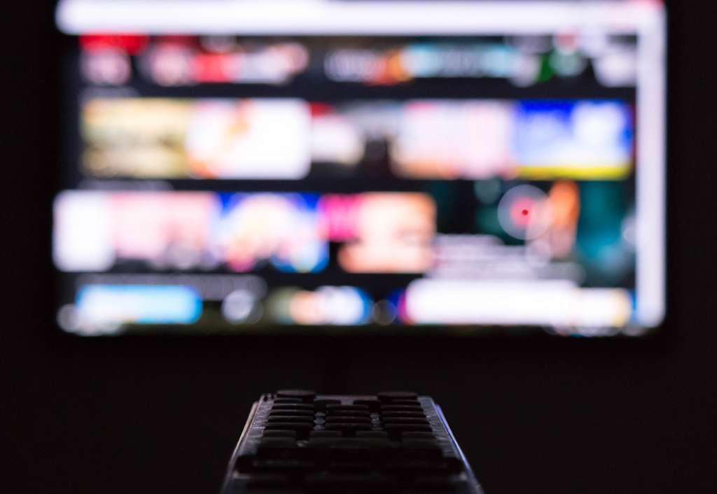 Oglądasz telewizję podczas pandemii? Dla większości to ucieczka przed rzeczywistością