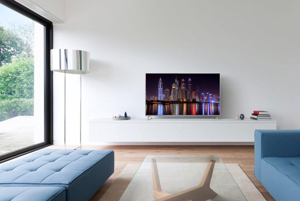 Masz mocno nasłoneczniony salon? Jak wybrać telewizor, który sprawdzi się w nim najlepiej?