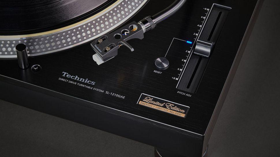 Technics świętuje 55-lecie i wydaje limitowany, czarny gramofon SL-1210GAE. W sprzedaży tylko 1000 sztuk