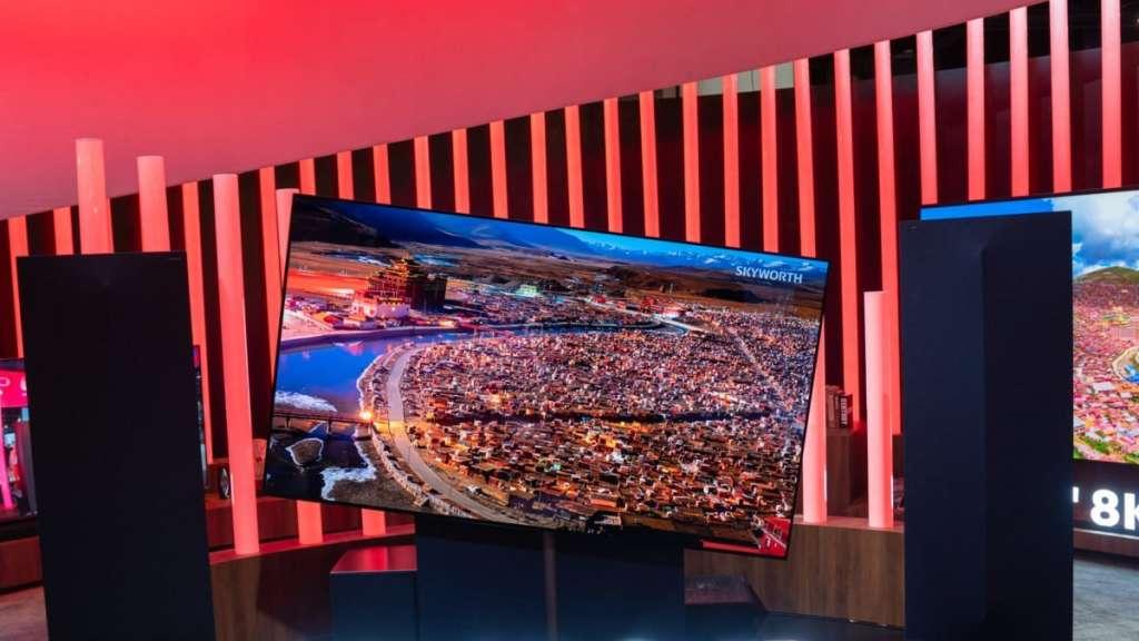 Skyworth W81 Pro Wallpaper TV: na targach w Kantonie pokazano potężny, wertykalny telewizor OLED 8K