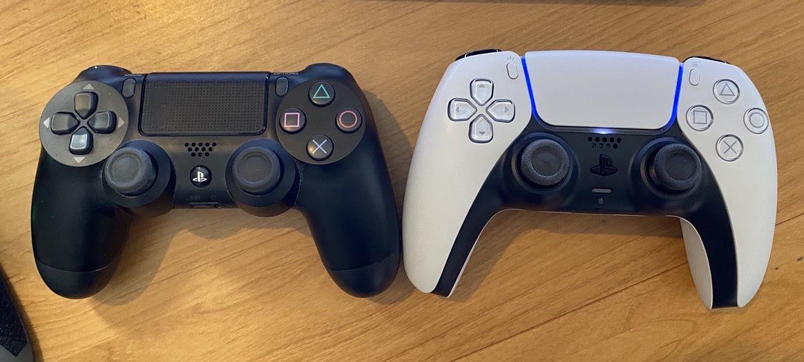 DualSense porównanie z DualShock 4 PlayStation 5