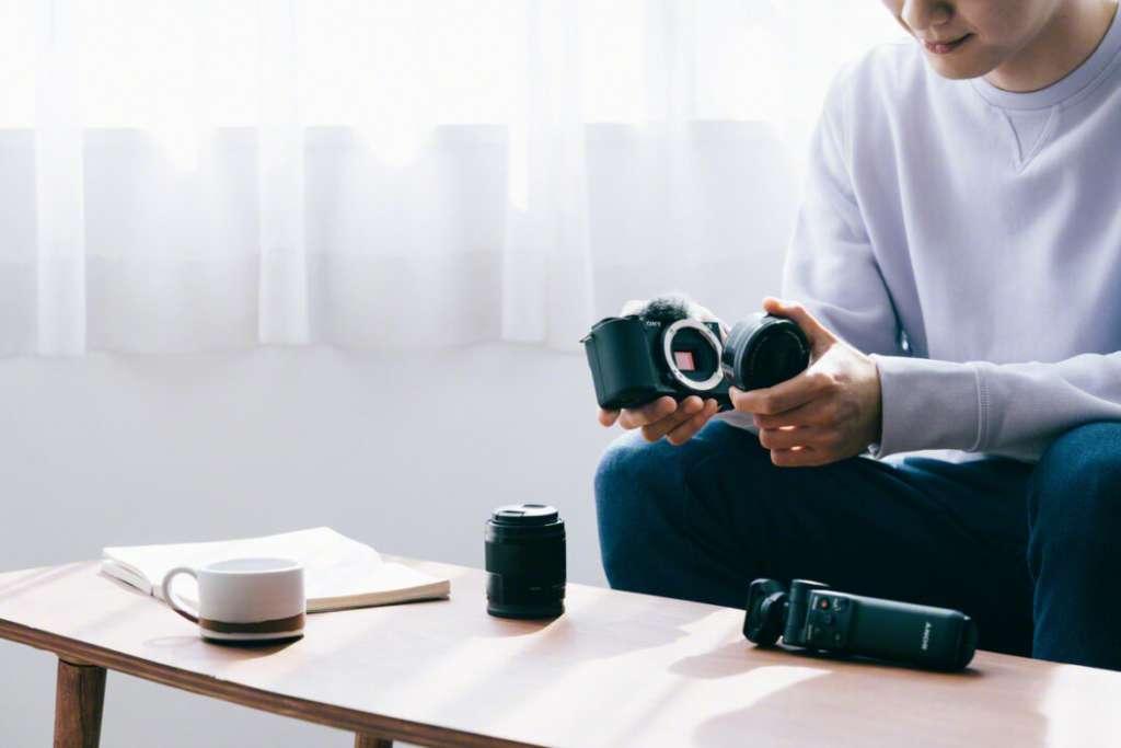 Sony ZV-E10 - nowy bezlusterkowiec z wymiennymi obiektywami stworzony z myślą o twórcach wideo! Czym się cechuje?